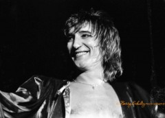 rod stewart, barry schultz, live, posed, kilt, street fighting man, maggie may, the first cut is the deepest, da ya think i'm sexy, young turks, all right now, passion, some guys have all the luck
