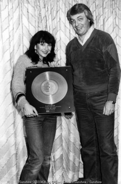 golden record,kate bush, barry schultz, holland, netherlands, amsterdam, carre, live, posed, cute, sweater