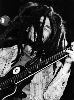 Bob Marley, Rotterdam, live, guitar, b&w
