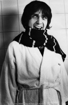 peter gabriel, barry schultz, hotel, amsterdam, netherlands, candid, alien, monster, contact lenses, eyes, bathtub, scarf
