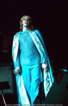 rick wakeman, barry schultz, yes, keyboard, roundabout, space oddity, owner of a lonely heart, live, cape