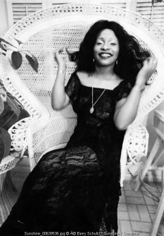 chaka khan, barry schultz, los angeles, 1979, LA, diva, old school cool, chair, posed, hair