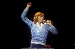 barry manilow, barry schultz, 1977, 70s, live, netherlands, holland, copacabana, looks like we made it, i write the songs, mandy