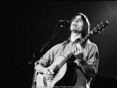 jackson browne, barry schultz, live, concert, 70s, guitar, acoustic