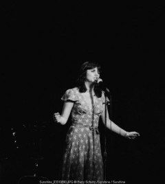 linda ronstadt, barry schultz, singer, sonwriter, you're no good, blue bayou, don't know much